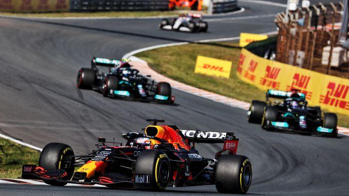 F1 GP Olanda 2021, Zandvoort: Verstappen (Red Bull) davanti a Hamilton e Bottas (Mercedes)