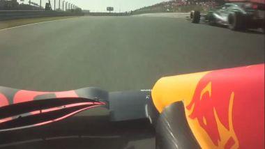 F1 GP Olanda 2021, Zandvoort: Verstappen (Red Bull) sorpassa Stroll (Aston Martin) con bandiera rossa
