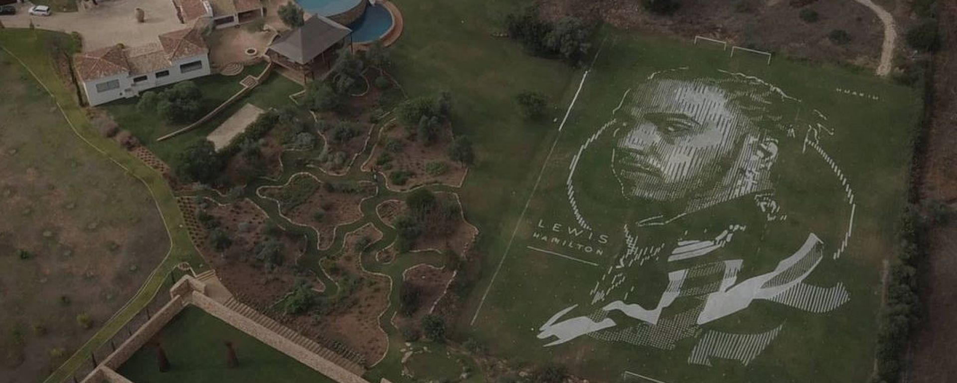 F1 GP Portogallo 2020, Portimao: il dipinto tributo per celebrare il record di Lewis Hamilton