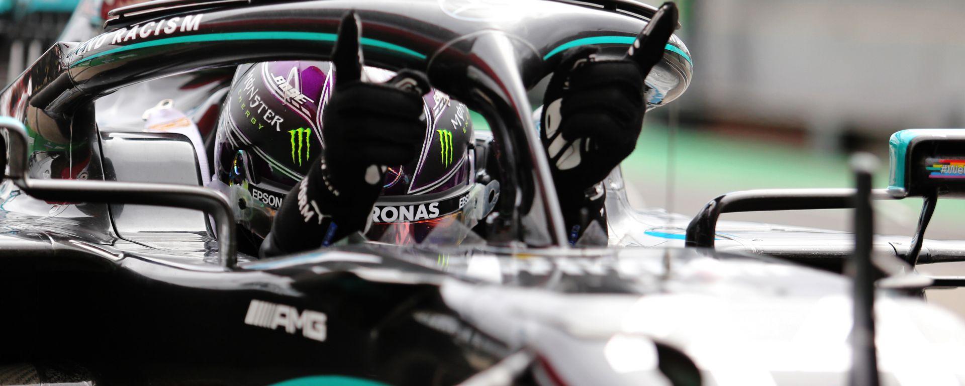 F1 GP Portogallo 2020, Portimao: Lewis Hamilton (Mercedes AMG F1) festeggia dopo il traguardo