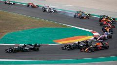 F1 GP Portogallo 2021, le auto di Formula 1 in staccata a Portimao