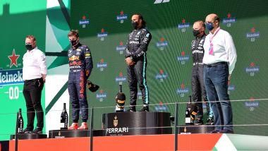 F1 GP Portogallo 2021, Portimao: Max Verstappen (Red Bull), Valtteri Bottas e Lewis Hamilton (Mercedes)