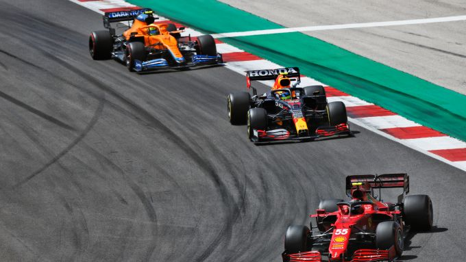 F1 GP Portogallo 2021, Portimao: Sainz (Ferrari) davanti a Perez (Red Bull) e Norris (McLaren)