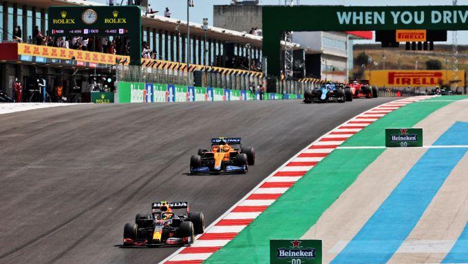 F1 GP Portogallo 2021, Portimao: Sergio Perez (Red Bull), Lando Norris (McLaren)