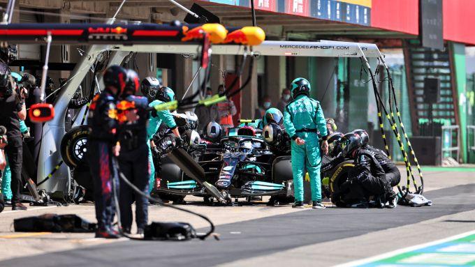 F1 GP Portogallo 2021, Portimao: un pit-stop di Lewis Hamilton (Mercedes AMG F1)