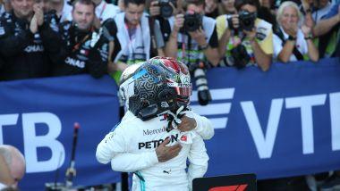 F1 GP Russia 2019, Sochi: Hamilton e Bottas (Mercedes) dopo la bandiera a scacchi