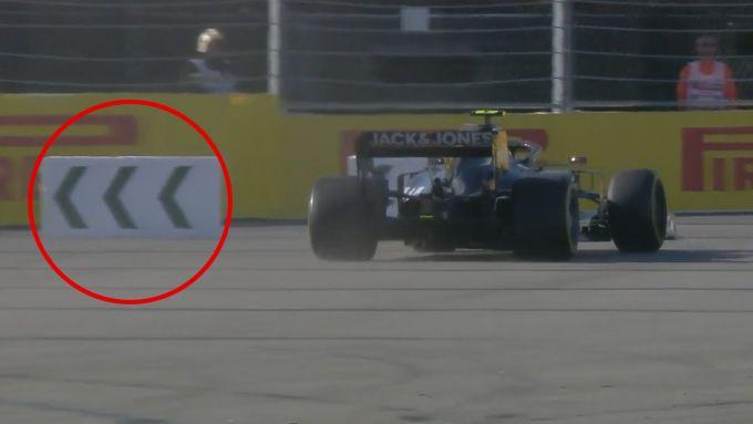 F1 GP Russia 2019, Sochi: Kevin Magnussen (Haas) salta il cartello in curva-2