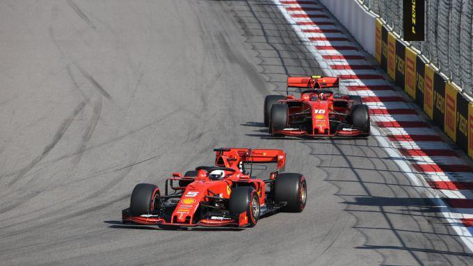 F1 GP Russia 2019, Sochi: Leclerc e Vettel (Ferrari) nelle fasi iniziali di gara