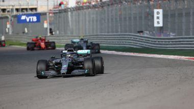 F1 GP Russia 2019, Sochi: Lewis Hamilton comanda la gara davanti a Bottas e Leclerc