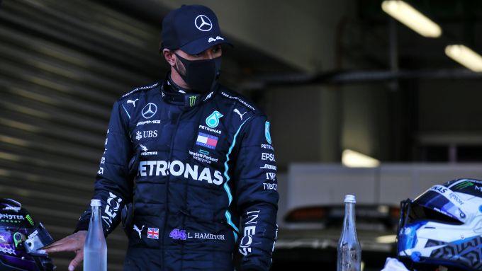 F1 GP Russia 2020, Sochi: Lewis Hamilton (Mercedes AMG F1) contrariato dopo la bandiera a scacchi