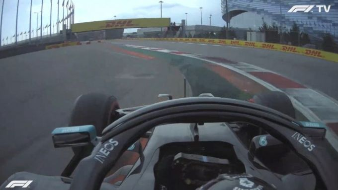 F1 GP Russia 2020, Sochi: Lewis Hamilton (Mercedes AMG F1) taglia curva-2 in Q1