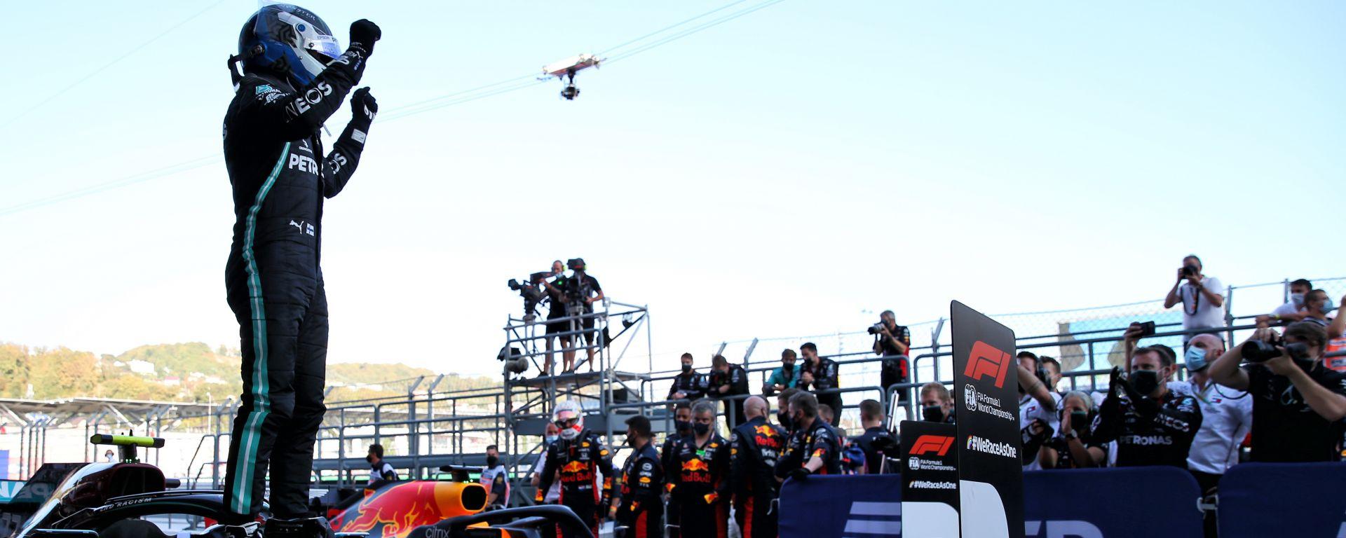 F1 GP Russia 2020, Sochi: Valtteri Bottas (Mercedes AMG F1) festeggia la vittoria