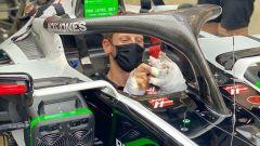 F1, GP Sakhir: Grosjean tutto preso da postare cose sui social
