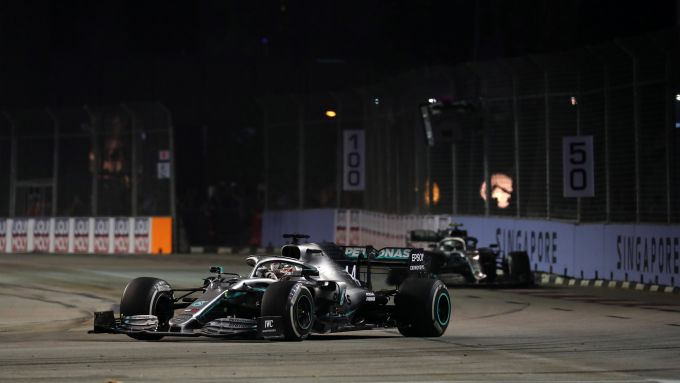F1 GP Singapore 2019, Hamilton (Mercedes) in pista in gara