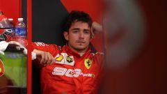 F1 GP Singapore 2019, Marina Bay: Charles Leclerc (Ferrari) aspetta ai box che la SF90 venga rimessa a posto