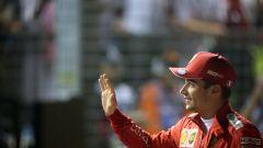 F1 GP Singapore 2019, Marina Bay: Charles Leclerc (Ferrari) saluta il pubblico dopo la pole