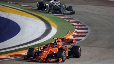 F1 GP Singapore 2019, Marina Bay: Lewis Hamilton (Mercedes) segue Charles Leclerc (Ferrari)