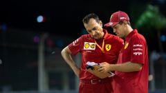 Vettel all'antica: ai social preferisce carta e penna