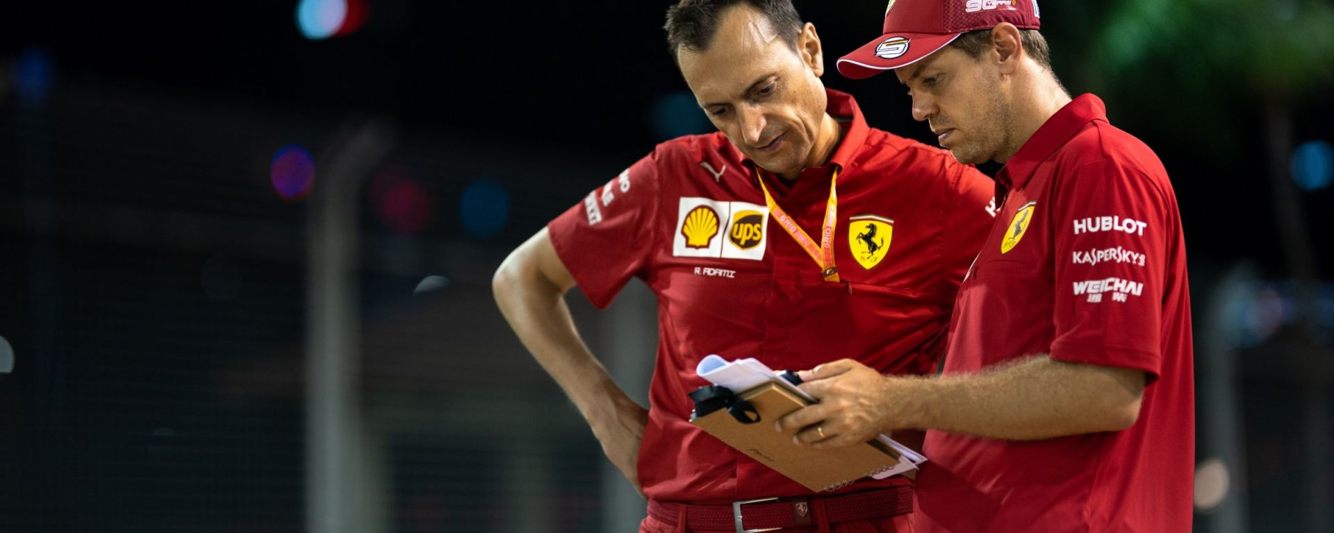 F1, GP Singapore 2019: Sebastian Vettel prende appunti