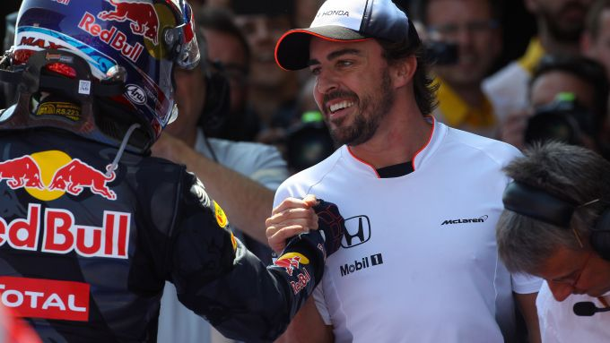 F1 GP Spagna 2016, Barcellona: Alonso (McLaren) si congratula con Verstappen (Red Bull)
