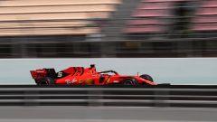 F1 GP Spagna 2019, la Ferrari sfreccia sul rettilineo dei box