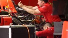 F1 GP Spagna 2019, meccanici Ferrari al lavoro sulla power unit