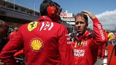 F1 GP Spagna 2019, Sebastian Vettel a colloquio con il proprio ingegnere Riccardo Adami