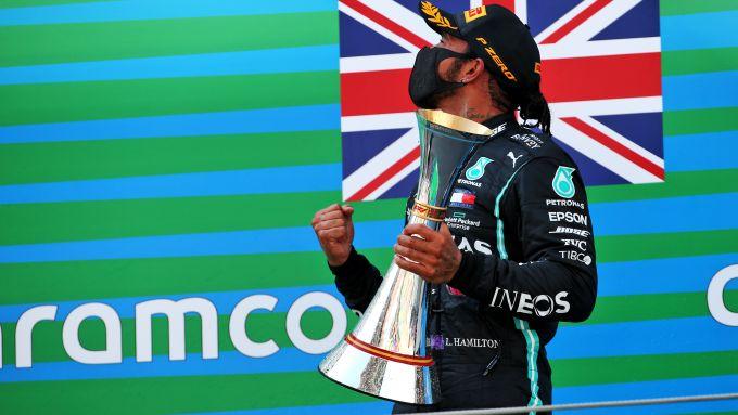 F1 GP Spagna 2020, Barcellona: Lewis Hamilton (Mercedes AMG F1) festeggia sul podio