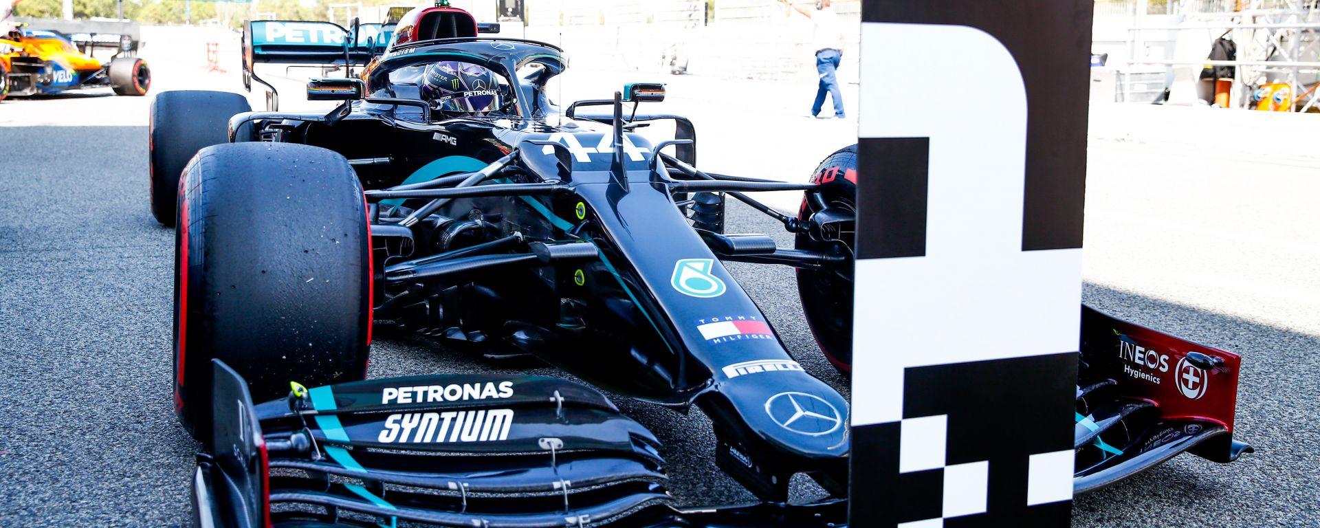 F1 GP Spagna 2020, Barcellona: Lewis Hamilton (Mercedes) parcheggia nel posto riservato al poleman