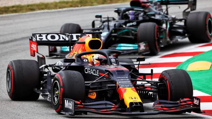 F1 GP Spagna 2021, Barcellona: Max Verstappen (Red Bull) davanti a Lewis Hamilton (Mercedes)