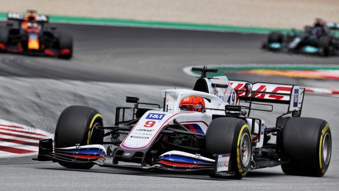 F1 GP Spagna 2021, Barcellona: Mazepin (Haas) prima di essere doppiato da Verstappen e Hamilton
