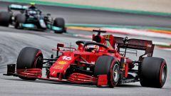 F1, GP Spagna 2021: Charles Leclerc (Ferrari) precede Valtteri Bottas (Mercedes)