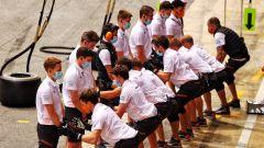 F1, GP Spagna 2021: la Haka dei meccanici McLaren