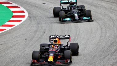 F1, GP Spagna 2021: Max Verstappen (Red Bull) precede Lewis Hamilton (Mercedes)