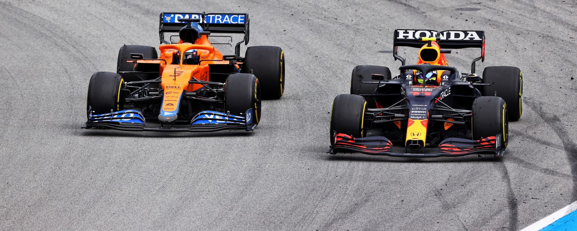 F1, GP Spagna 2021: Sergio Perez (Red Bull) in lotta con Daniel Ricciardo (McLaren)