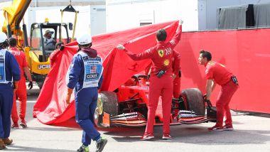 F1, GP Stati Uniti 2019: la Ferrari di Charles Leclerc portata ai box dopo il problema al motore