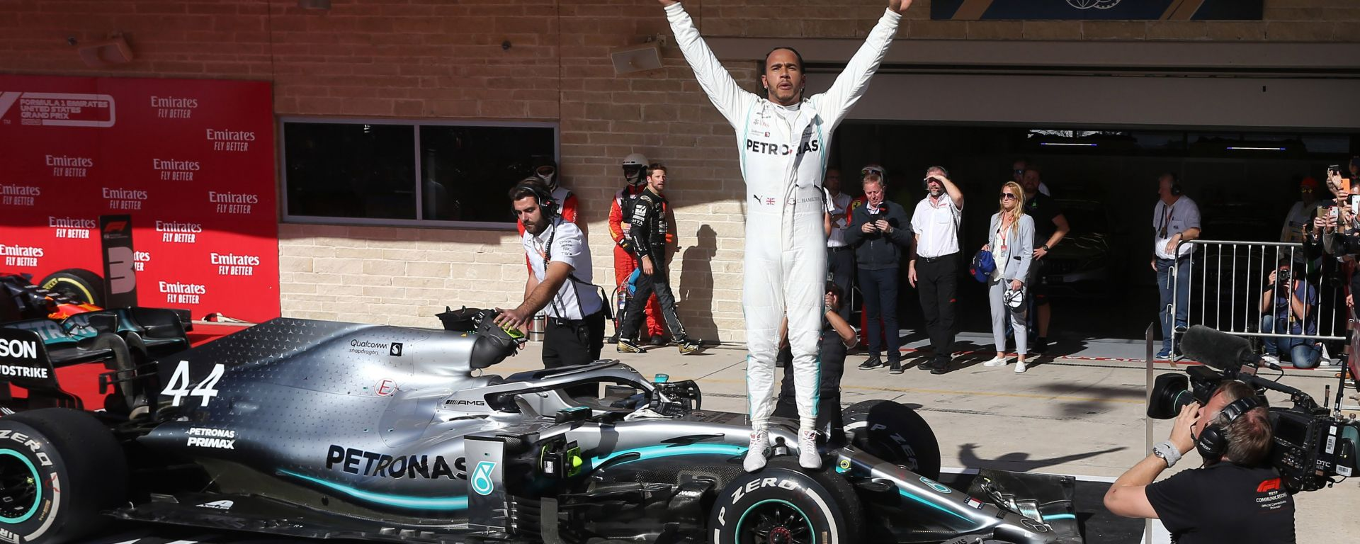 F1, GP Stati Uniti 2019: Lewis Hamilton (Mercedes) festeggia la conquista del titolo mondiale