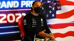 Hamilton intrappolato nel motorhome Mercedes