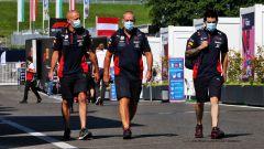 F1, GP Stiria 2020: meccanici Red Bull nel paddock del Red Bull Ring