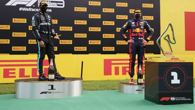 F1 GP Stiria 2020, Red Bull Ring: la premiazione con i curiosi robot a consegnare i trofei