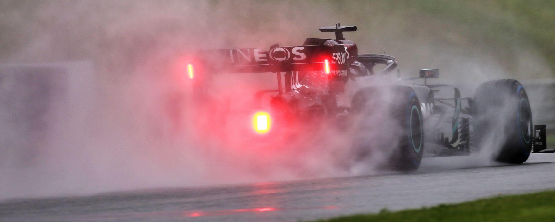 F1 GP Stiria 2020, Red Bull Ring: Lewis Hamilton (Mercedes) sotto la pioggia