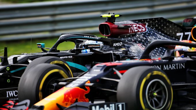 F1 GP Stiria 2020, Red Bull Ring: Max Verstappen (Red Bull) in lotta con Valtteri Bottas (Mercedes)
