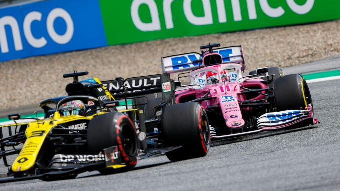 F1 GP Stiria 2020, Red Bull Ring: Sergio Perez (Racing Point) alle spalle di Daniel Ricciardo (Renault)