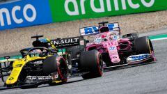 F1 GP Stiria 2020, Red Bull Ring: Sergio Perez (Racing Point) alle spalle di Daniel Ricciardo (Renault)