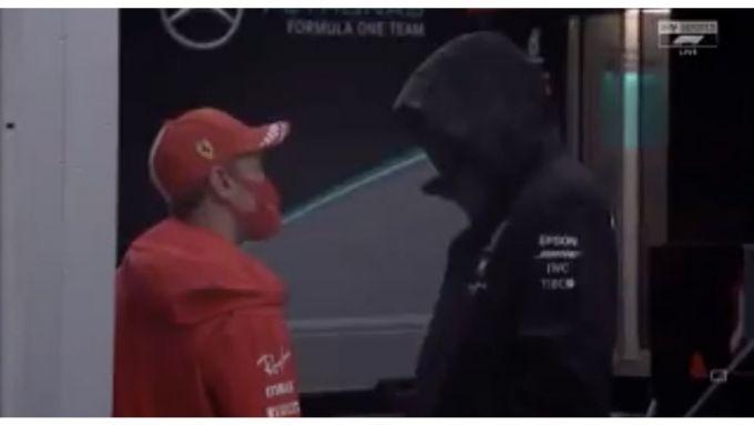 F1, GP Stiria 2020: Sebastian Vettel a colloquio con un manichino Mercedes