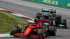 F1 GP Stiria 2021, Spielberg: Carlos Sainz (Ferrari) in gara davanti a Lewis Hamilton (Mercedes)