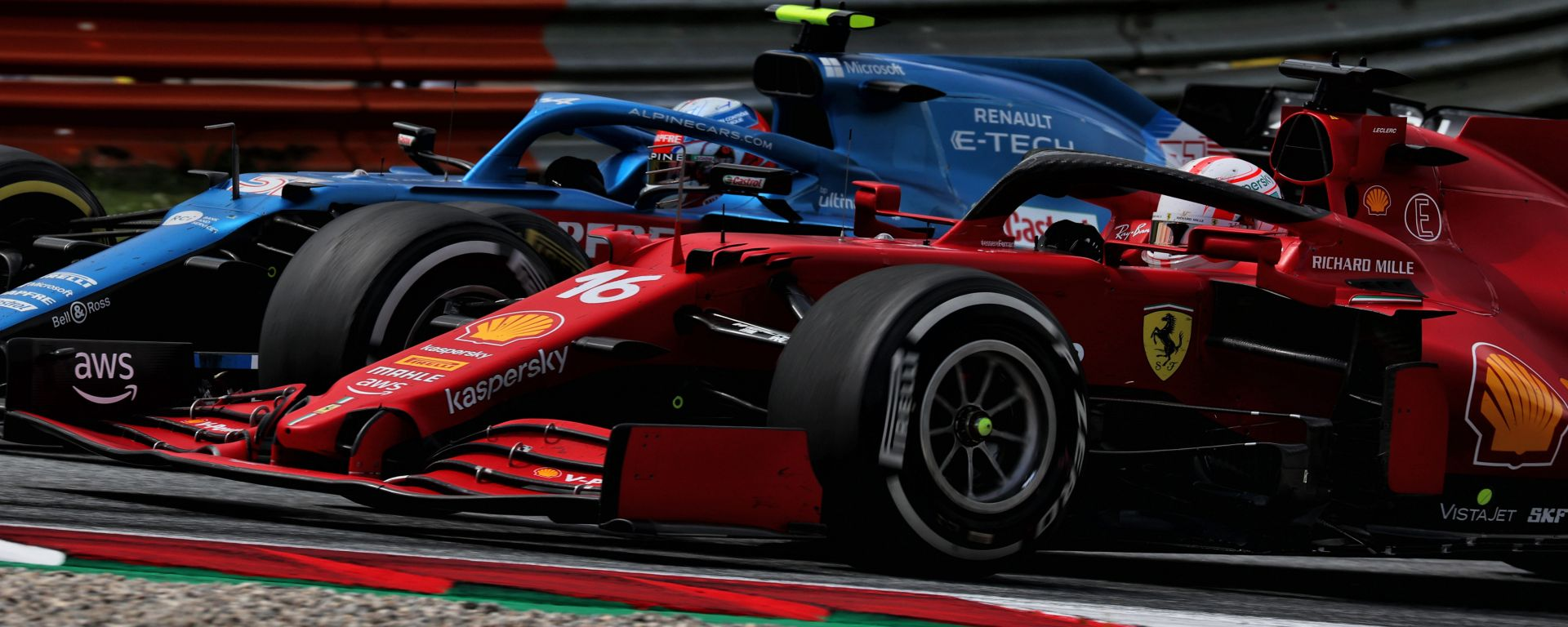 F1 GP Stiria 2021, Spielberg: Charles Leclerc (Ferrari) sorpassa Esteban Ocon (Alpine)