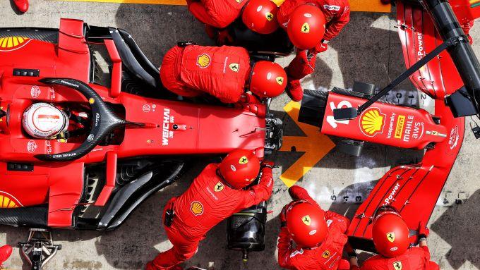 F1 GP Stiria 2021, Spielberg: Charles Leclerc (Scuderia Ferrari) cambia il musetto ai box