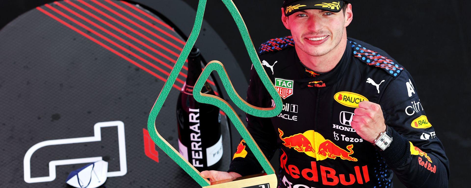 F1 GP Stiria 2021, Spielberg: Max Verstappen (Red Bull Racing) festeggia sul podio