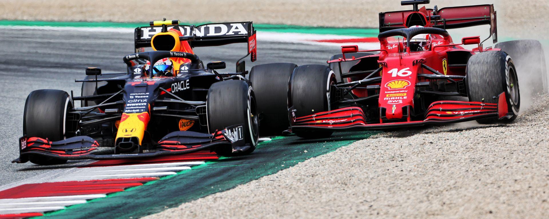F1 GP Stiria 2021, Spielberg: Sergio Perez (Red Bull) in lotta con Charles Leclerc (Ferrari)